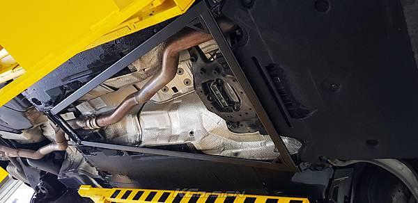 Audi A4 B8.5 升級 KCDesign 前下4點式結構桿、引擎室拉桿_002.jpg