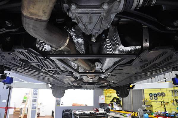 M-Benz C43 測試 KCDesign 引擎拉桿、前下4點、後下4點式結構桿(2板和3板)、後下二點式結構桿、後上拉桿_031.jpg