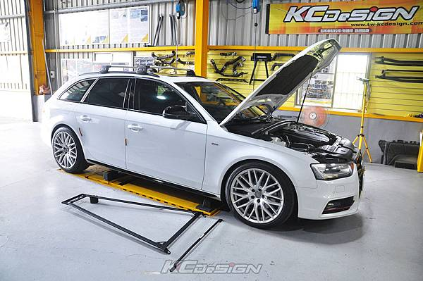 Audi A4 B8.5 安裝 KCDesign 全車底盤結構桿(二件式)_001.jpg