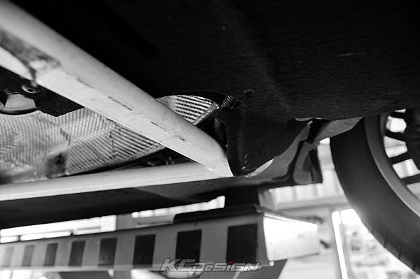 Audi A4 B8.5 安裝 KCDesign 全車底盤結構桿(二件式)_017-2.jpg
