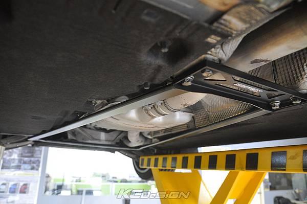 Audi A4 B8.5 安裝 KCDesign 全車底盤結構桿(二件式)_023.jpg