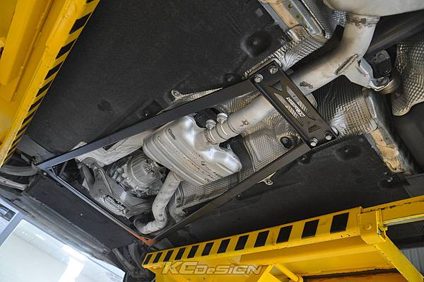 Audi A4 B8.5 安裝 KCDesign 全車底盤結構桿(二件式)_019.jpg