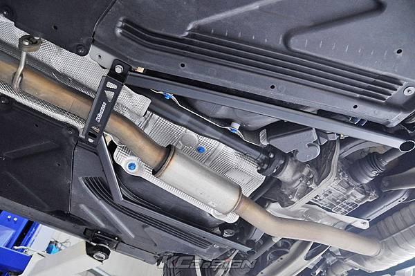 M-Benz GLA45 安裝 KCDesign 全車底盤結構桿(五件式)_003.jpg