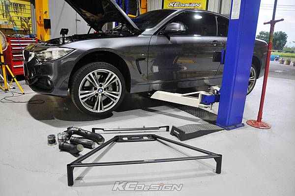 BMW F33 435i 敞篷 安裝 KCDesign 前下2點、後下4點拉桿、鋁合金渦輪管_001.jpg