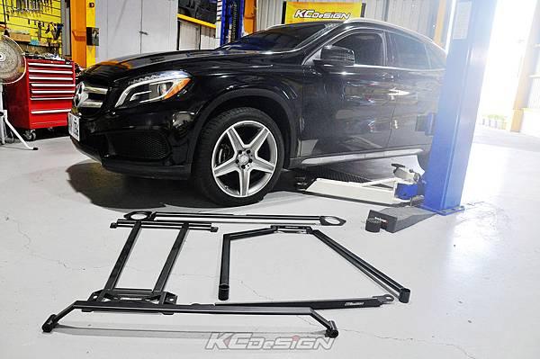 M-Benz GLA250 4WD 安裝 KCDesign 全車底盤結構桿(五件式)_001.jpg