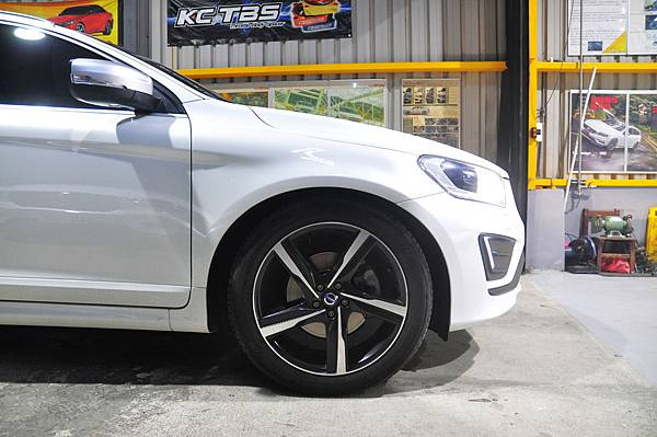 Volvo XC60 T5 RD 安裝 KCDesign 前後防傾桿、渦輪管、避震器_036.JPG