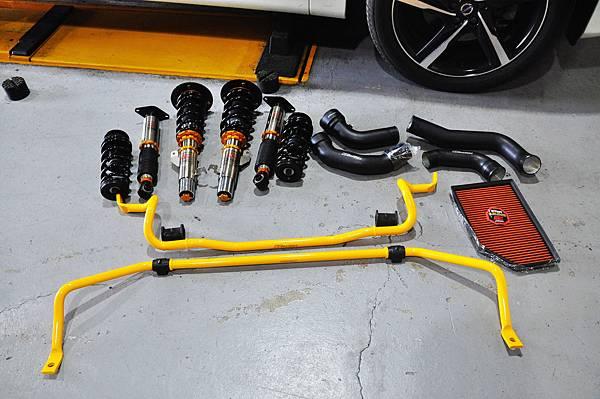 Volvo XC60 T5 RD 安裝 KCDesign 前後防傾桿、渦輪管、避震器_003.JPG