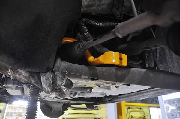 Volvo XC60 T5 RD 安裝 KCDesign 前後防傾桿、渦輪管、避震器_009.JPG