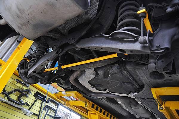 Volvo XC60 T5 RD 安裝 KCDesign 前後防傾桿、渦輪管、避震器_008.JPG