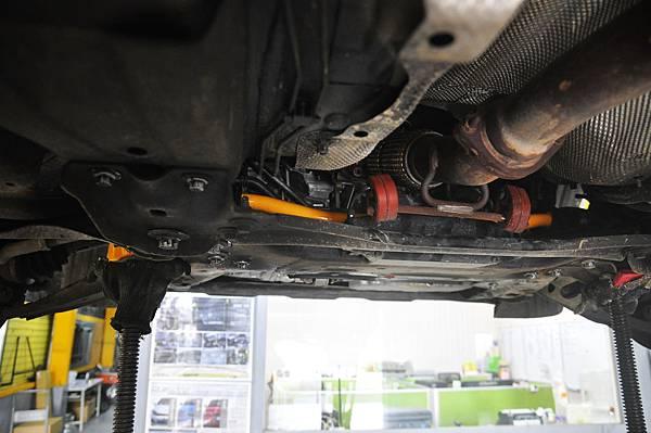 Volvo XC60 T5 RD 安裝 KCDesign 前後防傾桿、渦輪管、避震器_010.JPG