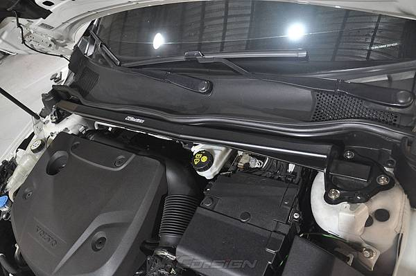 Volvo V40 CC D4 安裝 KCDesign 引擎室拉桿、前防傾桿_008.jpg