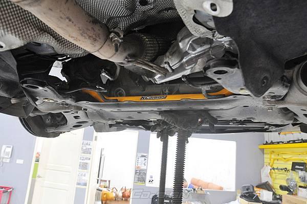 BMW F45 218D 安裝 KCDesign 前28後22 防傾桿_002.jpg