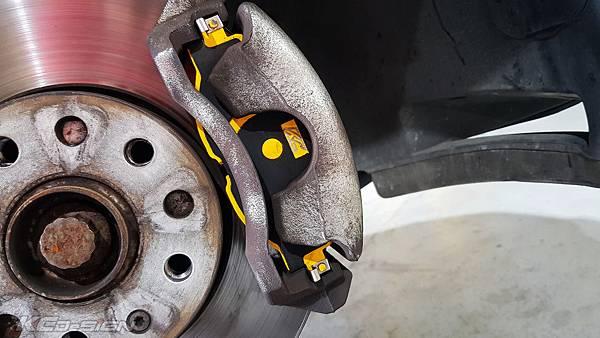 VW Golf 7 Variant 安裝 KCDesign 倒插式避震器、前後原廠型競技版來令片_011.jpg