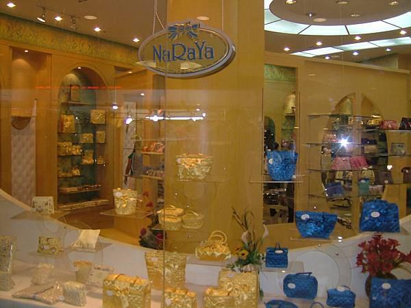 CENTRAL FESTIVAL百貨公司內曼谷包旗艦店