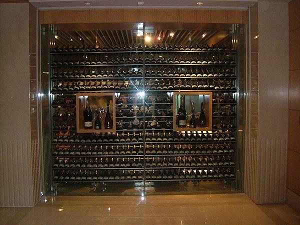 喜來登飯店12廚內的儲酒櫃