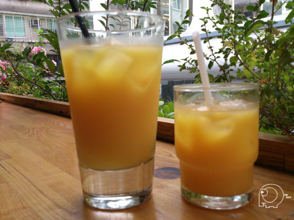 柳橙與芒果汁