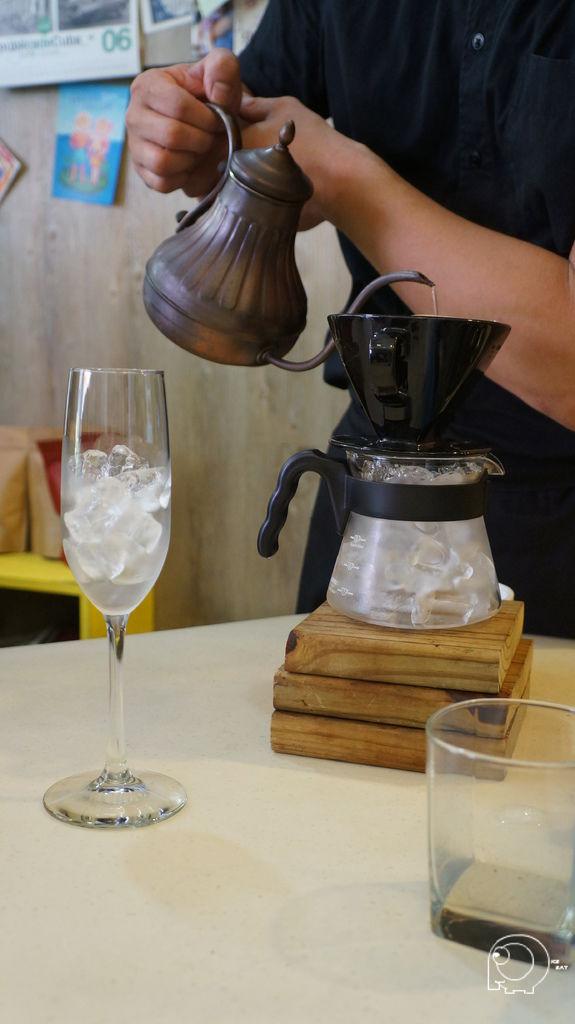 冰手沖咖啡