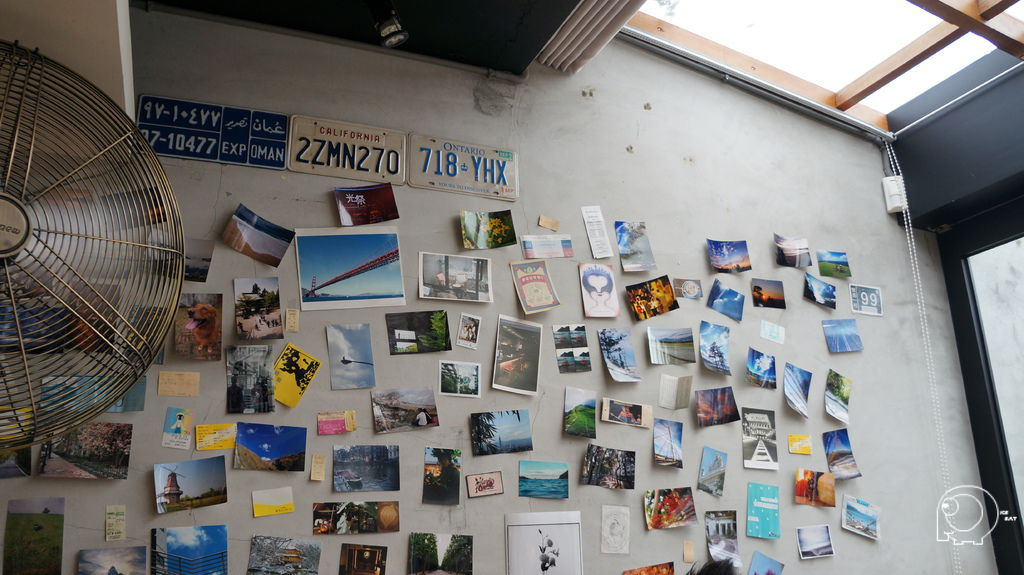 牆上明信片
