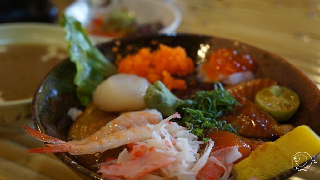 招牌生魚片丼飯