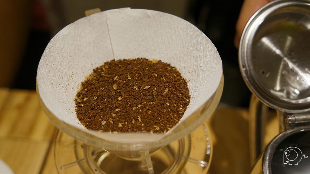 磨成片狀咖啡豆