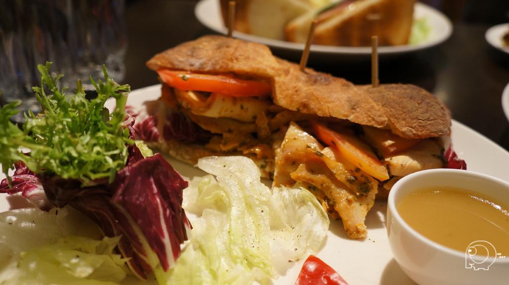 香草雞肉巧巴達三明治