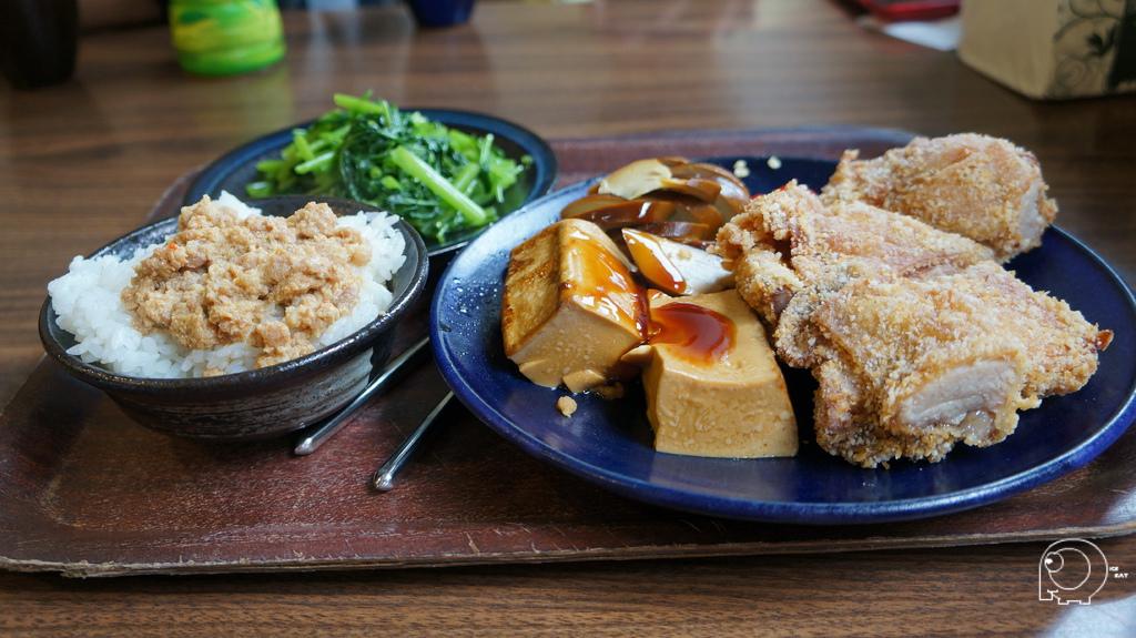 炸雞腿及配菜
