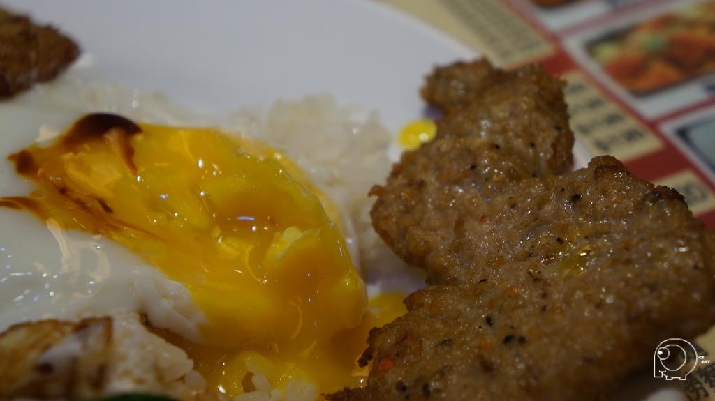 豬扒餐肉煎蛋飯