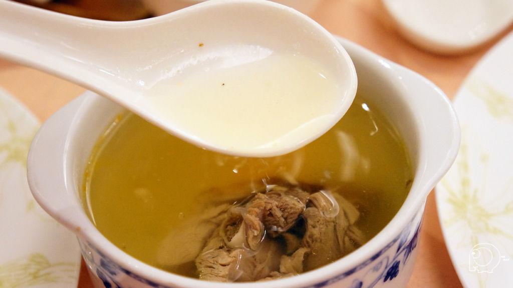 酸菜鴨骨湯