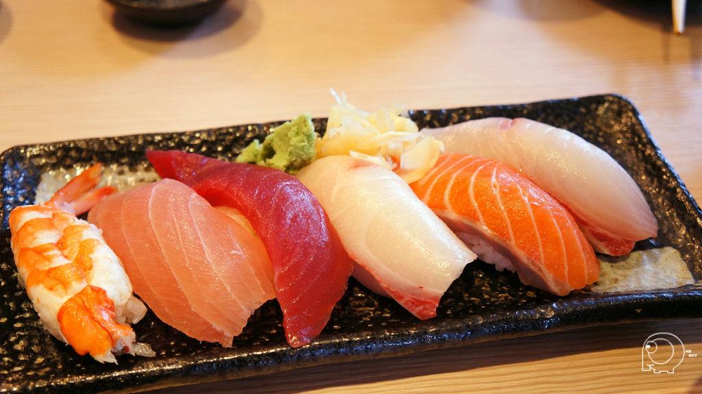 握壽司六粒