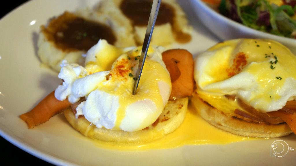 燻鮭魚洋蔥班尼迪克蛋