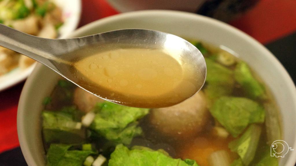貢丸蛋包湯