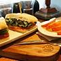 蕃茄卡布里芝麻菜三明治