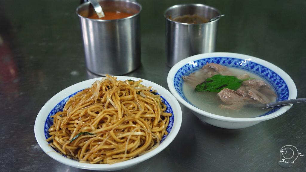 炒麵炒米粉、豬頭肉湯