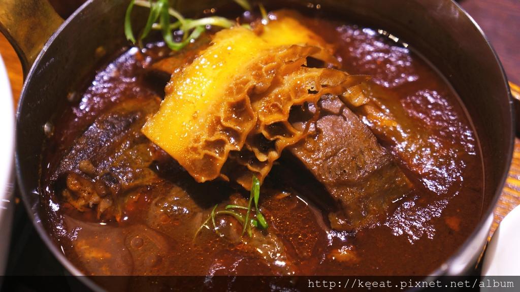 極品紅燒滿漢牛肉麵
