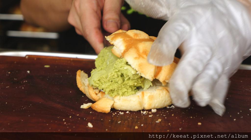 現烤抹茶冰淇淋菠蘿麵包
