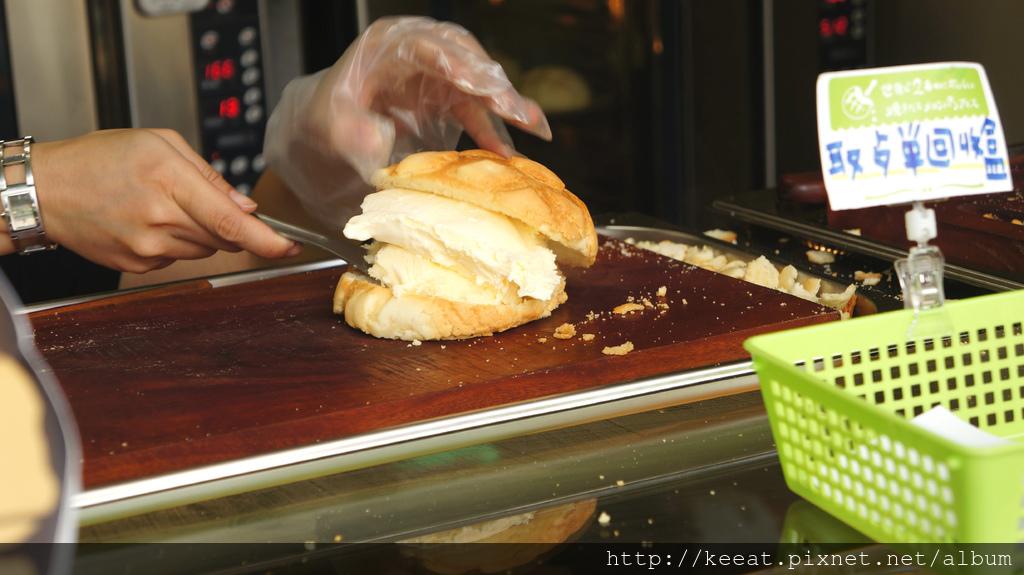 現烤香草冰淇淋菠蘿麵包