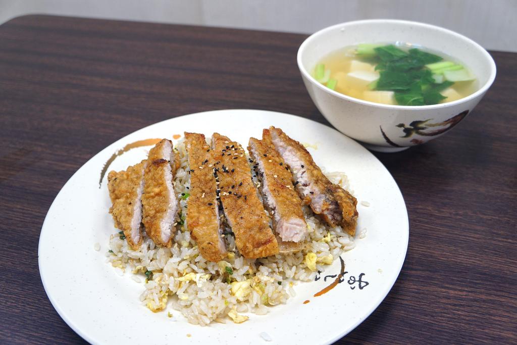 排骨蛋炒飯+豆腐湯