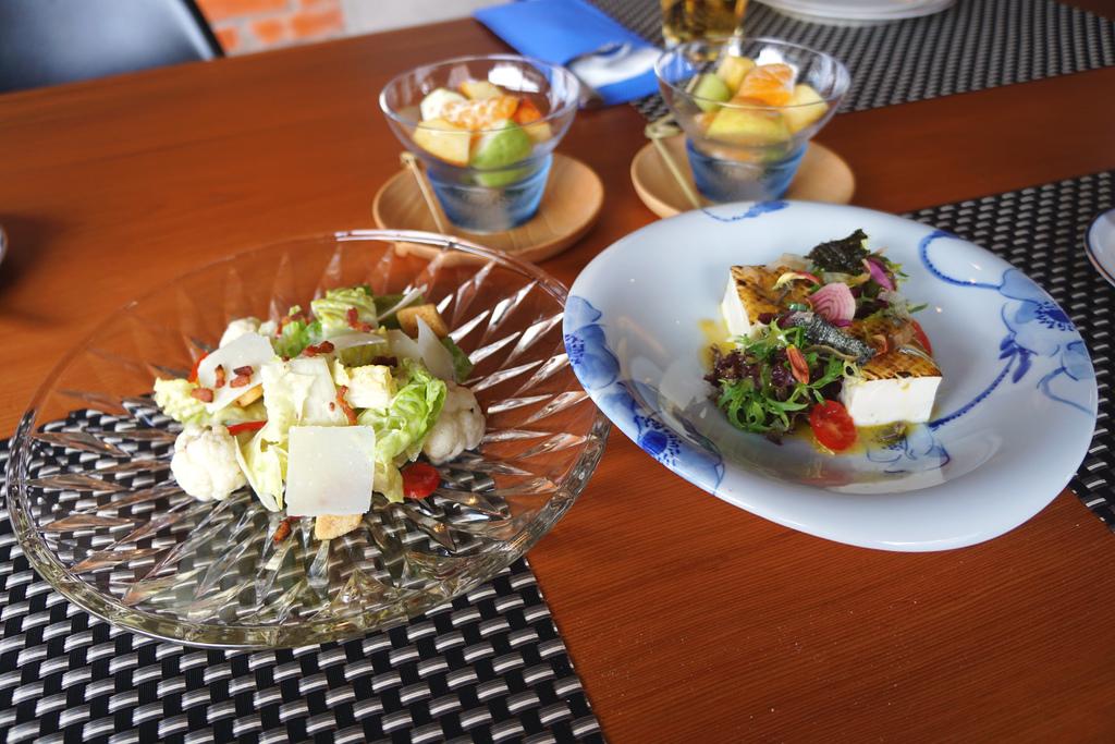 提魚蒜味凱薩沙拉&炙燒豆腐風味沙拉