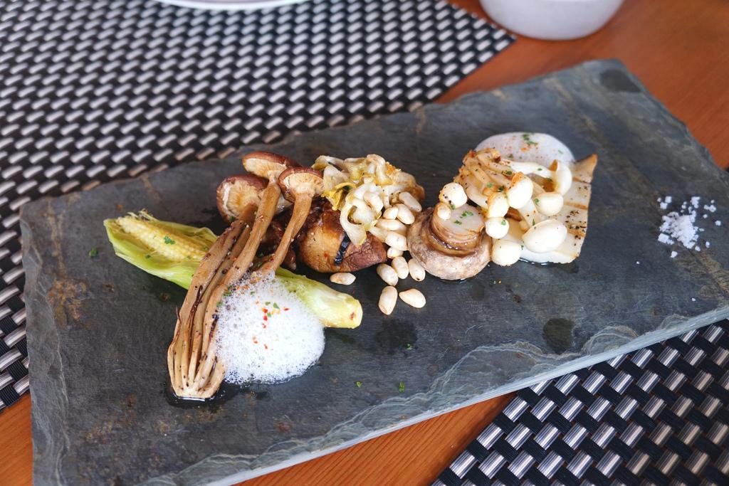 碳烤米克斯菇菇拼盤&碳烤米克斯菇菇拼盤