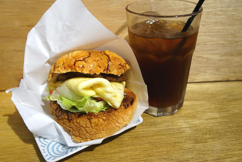 肉排波蘿堡&黑糖紅茶