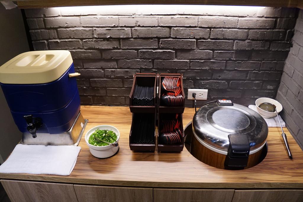 餐具、味噌湯