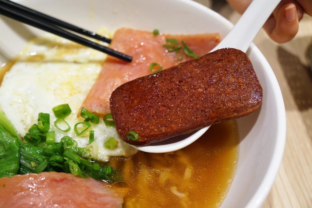 火腿餐肉蛋公仔麵