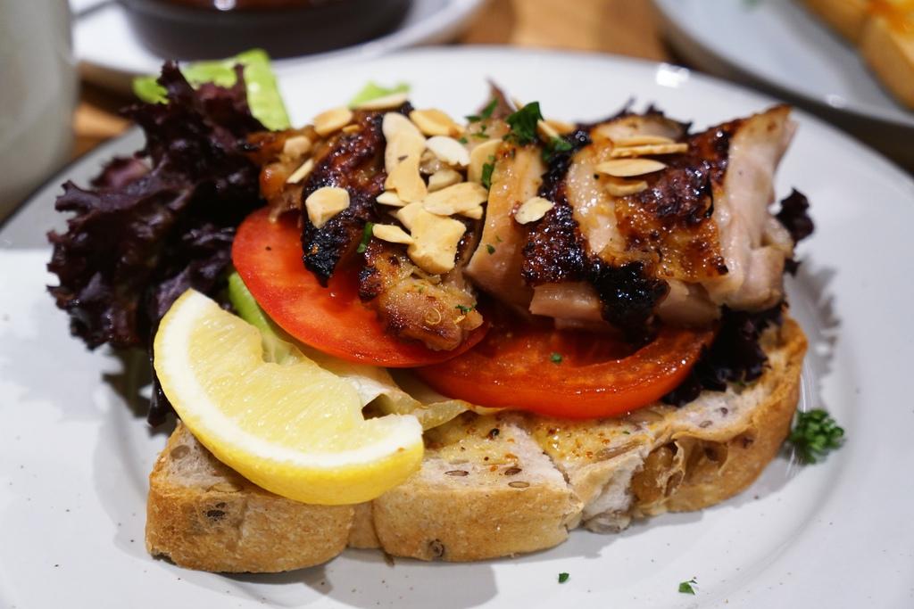 蜂蜜烤雞芥末醬開放式三明治