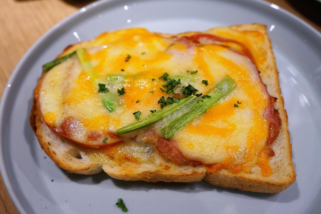 焗烤里肌火腿蘑菇醬三明治