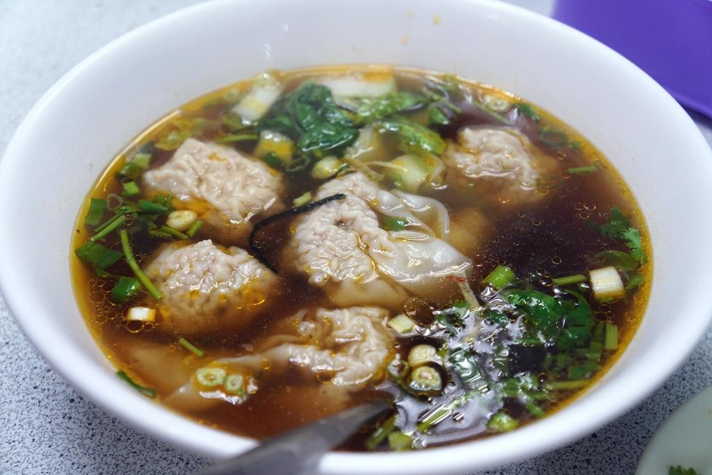 鮮蝦餛飩牛肉湯