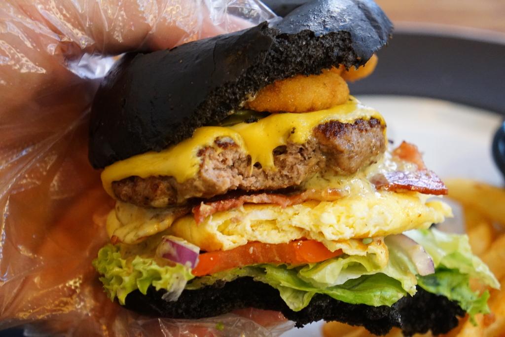 黑漢堡套餐