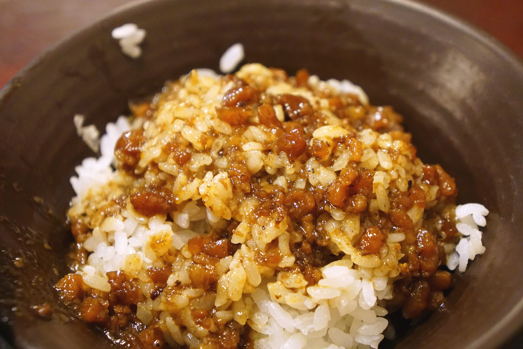 咖哩肉燥飯