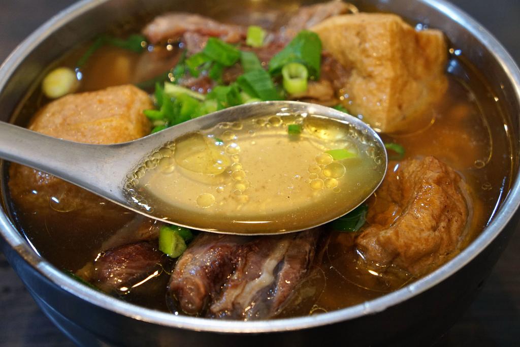 羊肉煨麵+油豆腐