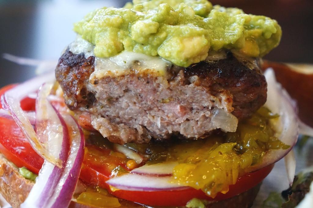 酪梨肋眼牛肉漢堡