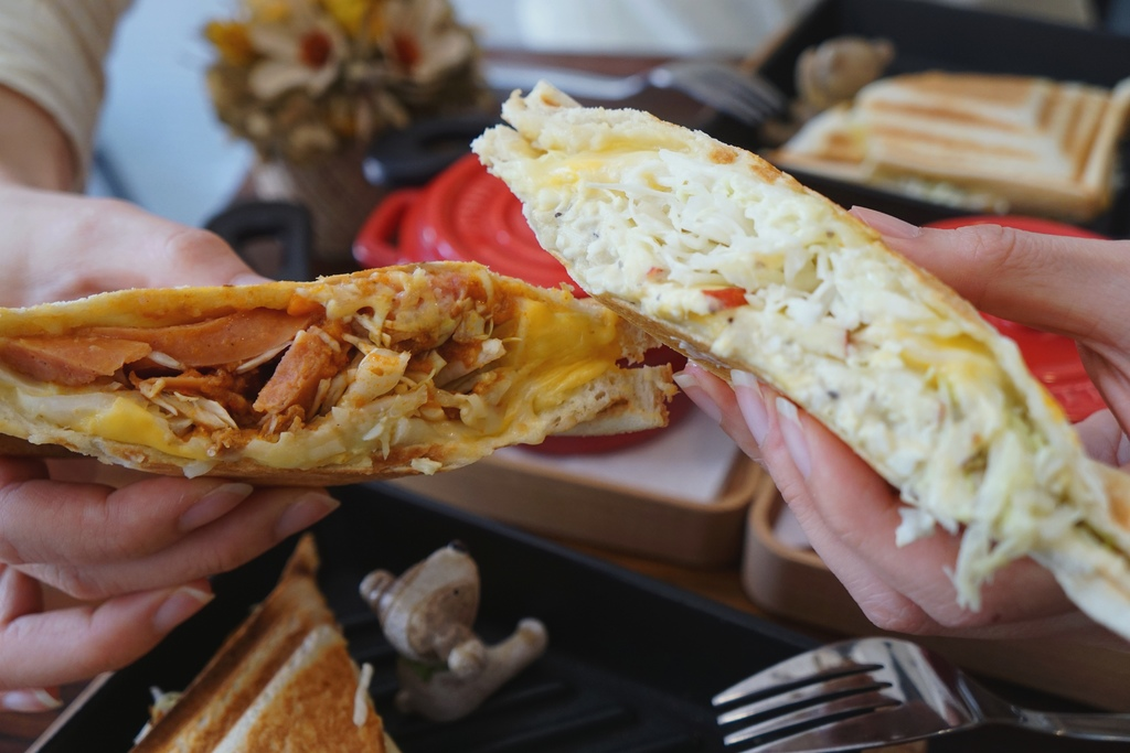 德式香腸佐義式辣肉醬&洋芋蛋沙拉佐起司三重奏